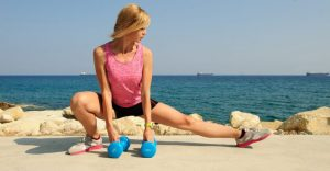 Falls to the side with dumbbells help to achieve maximum muscle training
